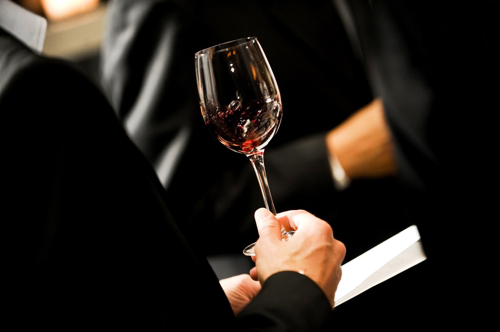 Adjetivos para falar sobre vinhos com propriedade.