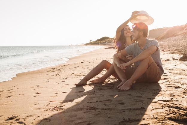 casal na praia pacote romântico grand hyatt