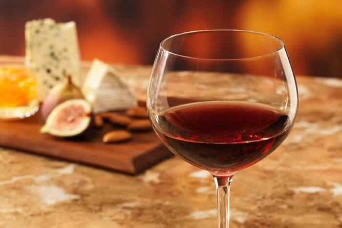 taça de vinho como montar uma adega em casa