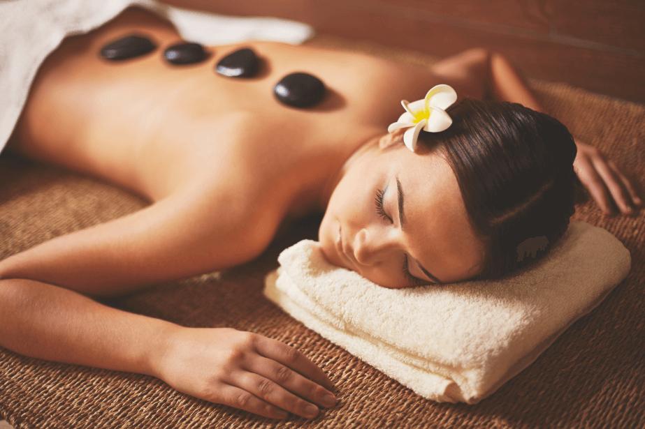 Massagem com pedras quentes: você conhece os benefícios?