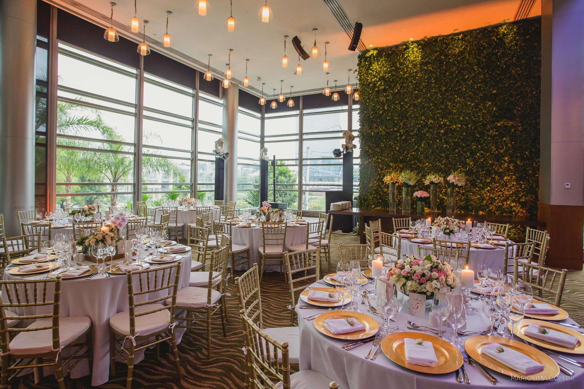 Mesas com decoração de casamento em espaço do Grand Hyatt