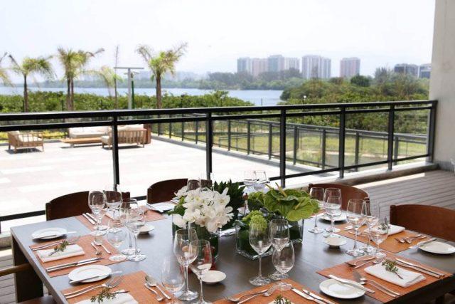 Mesa de refeições com vista para o mar no Hyatt Rio de Janeiro