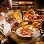 Já conhece o queijo Raclette? Saiba tudo sobre essa delícia!