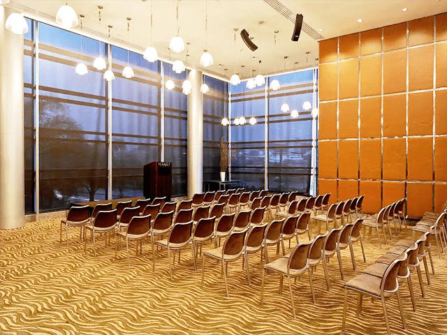 O Upstairs Lounge & Terraço é ideal para um encontro de negócios com mais participantes