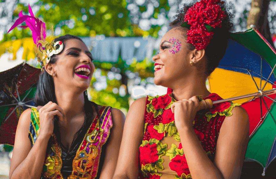 mulheres fantasiadas para o carnaval