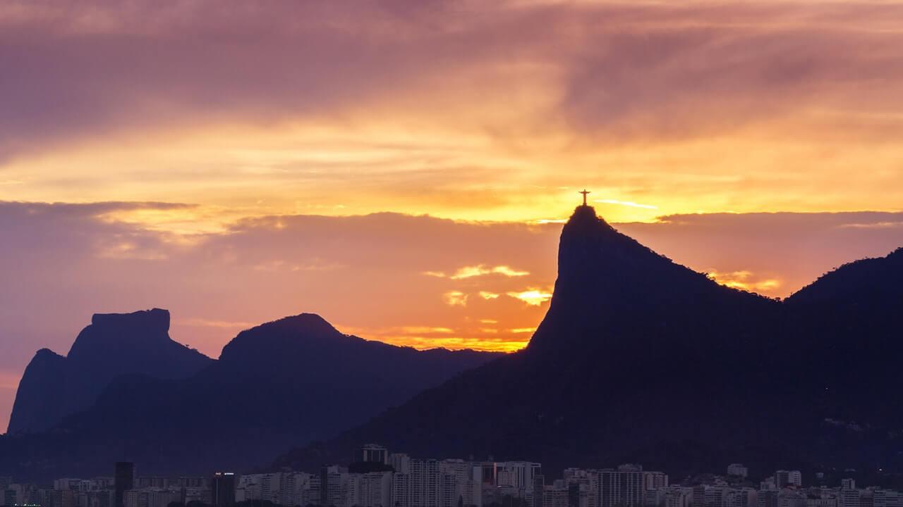 Vista panorâmica do céu do Rio de Janeiro com Cristo Redentor ao fundo
