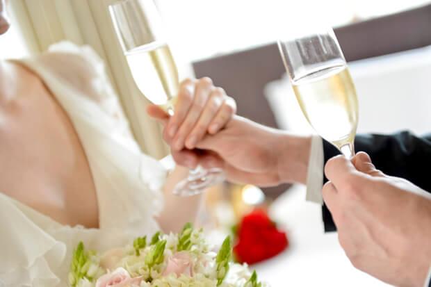 Casal em noite de núpcias no Hyatt
