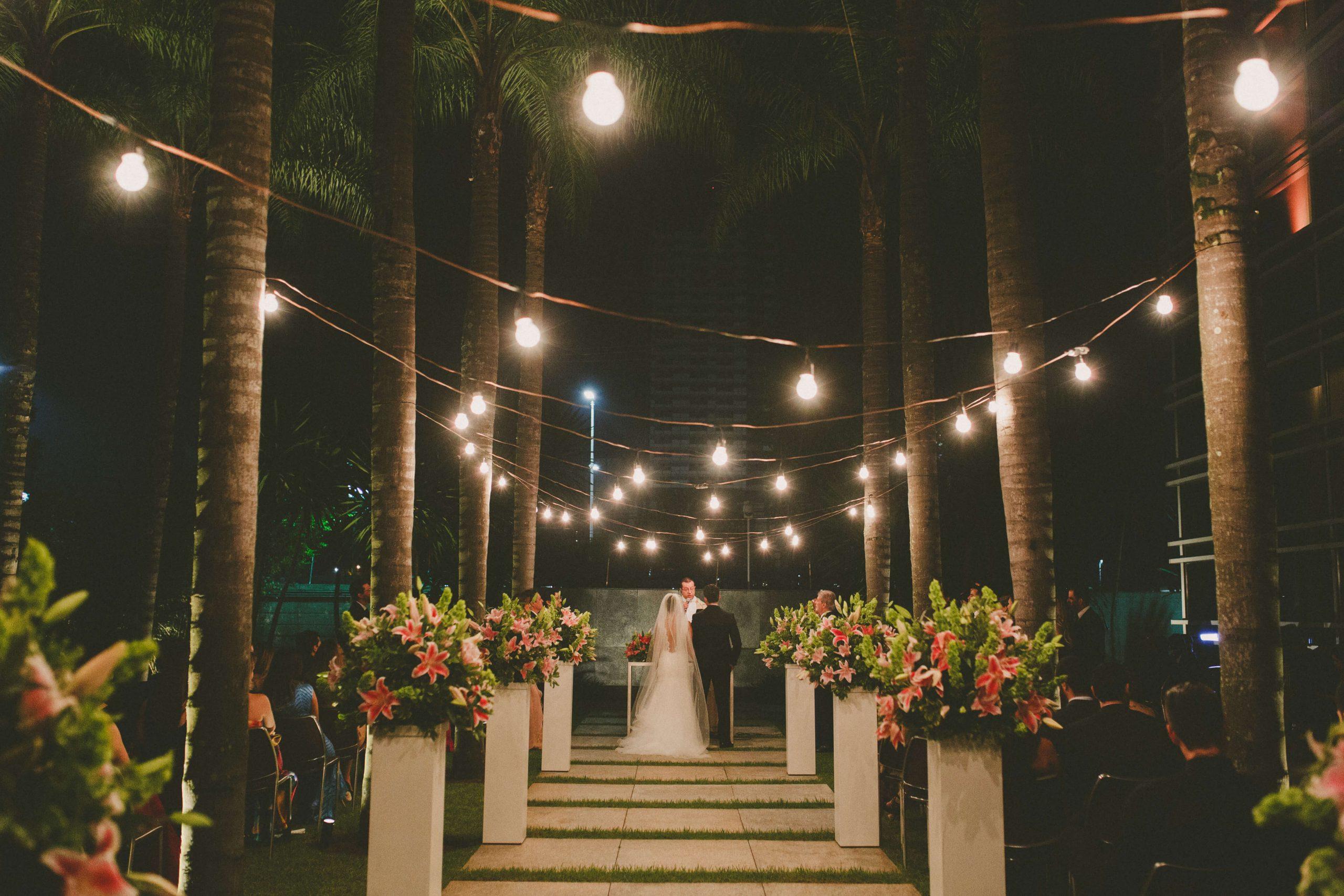 Casal no altar montado no Hyatt
