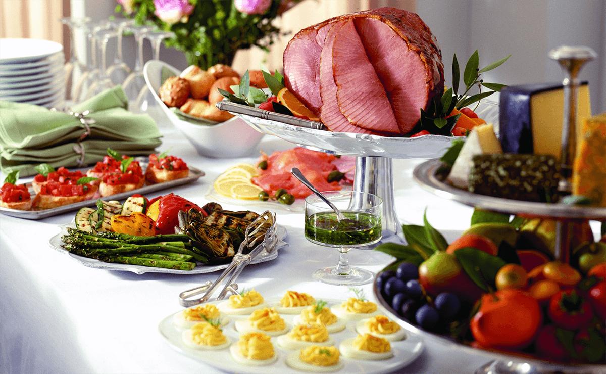 Jantar farto com legumes e carnes