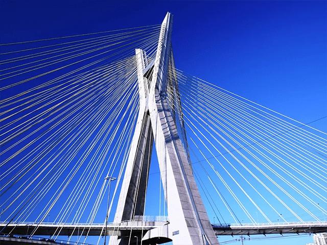 Ponte Estaiada: cartão postal de São Paulo